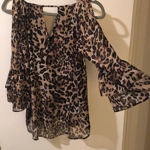 BY & BY SLIT 3/4 BELL SLEEVE LEOPARD PRINT BLOUSE